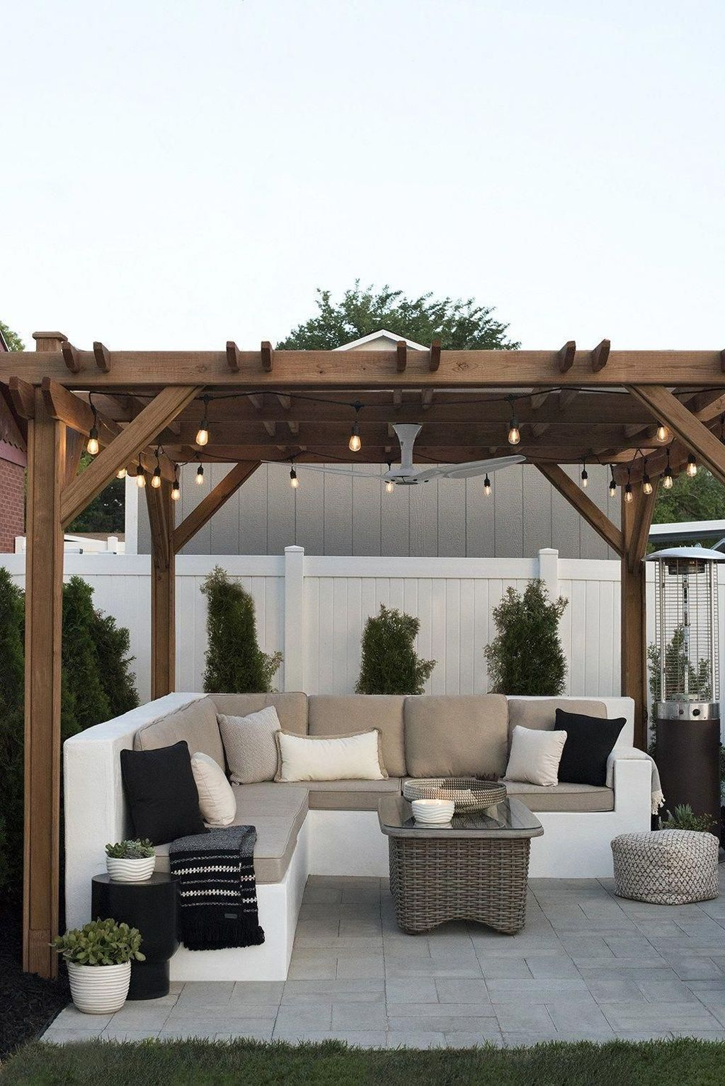 Admirable Cozy Patio Design Ideas To Relaxing On A Sunny Day 35