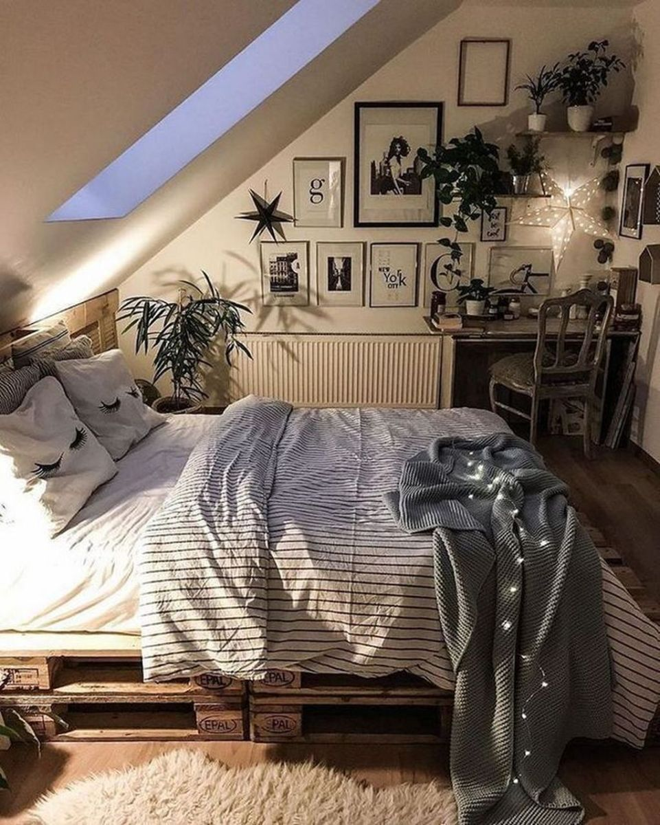 Awesome Attic Bedroom Decorating Ideas You Will Love 17