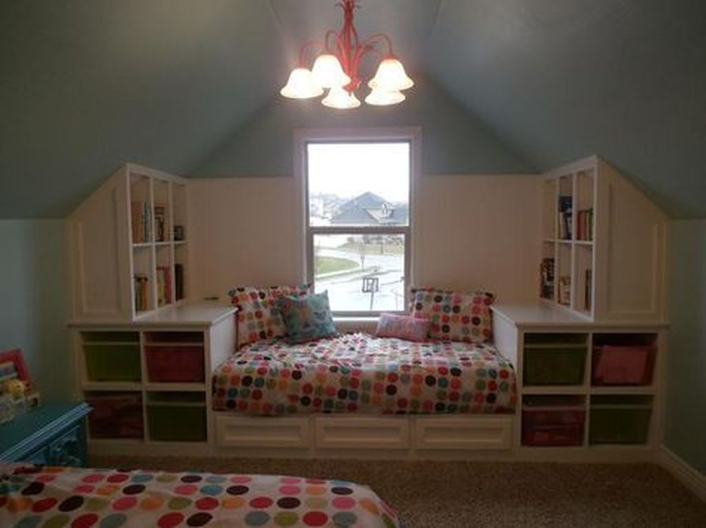 Awesome Attic Bedroom Decorating Ideas You Will Love 18