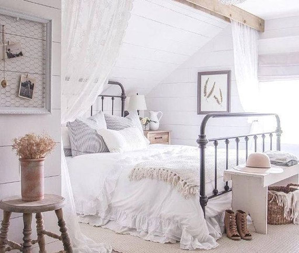 Lovely Spring Bedroom Decor Ideas Trending This Year 34