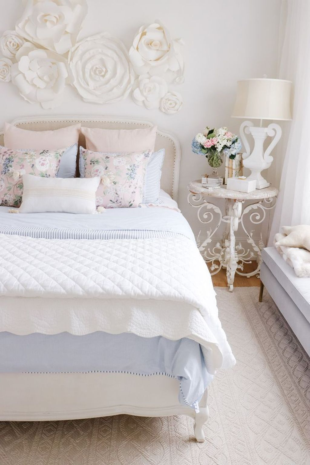 Lovely Spring Bedroom Decor Ideas Trending This Year 36