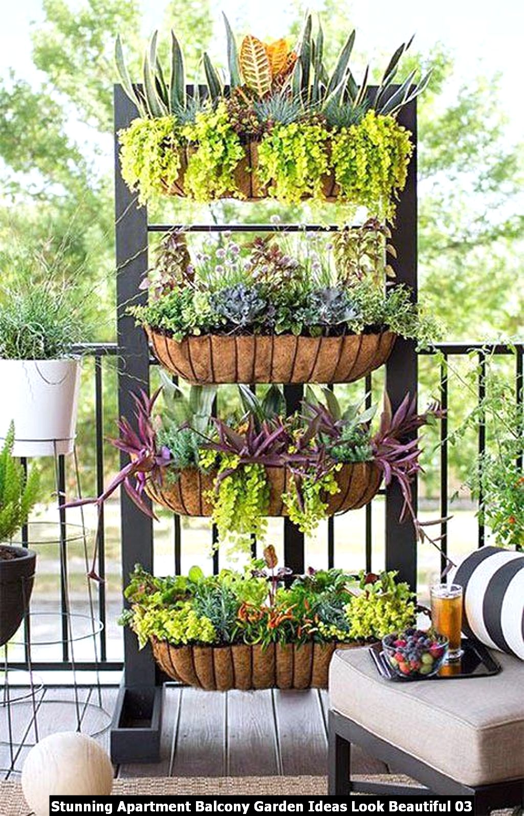 Stunning Apartment Balcony Garden Ideas Look Beautiful 03