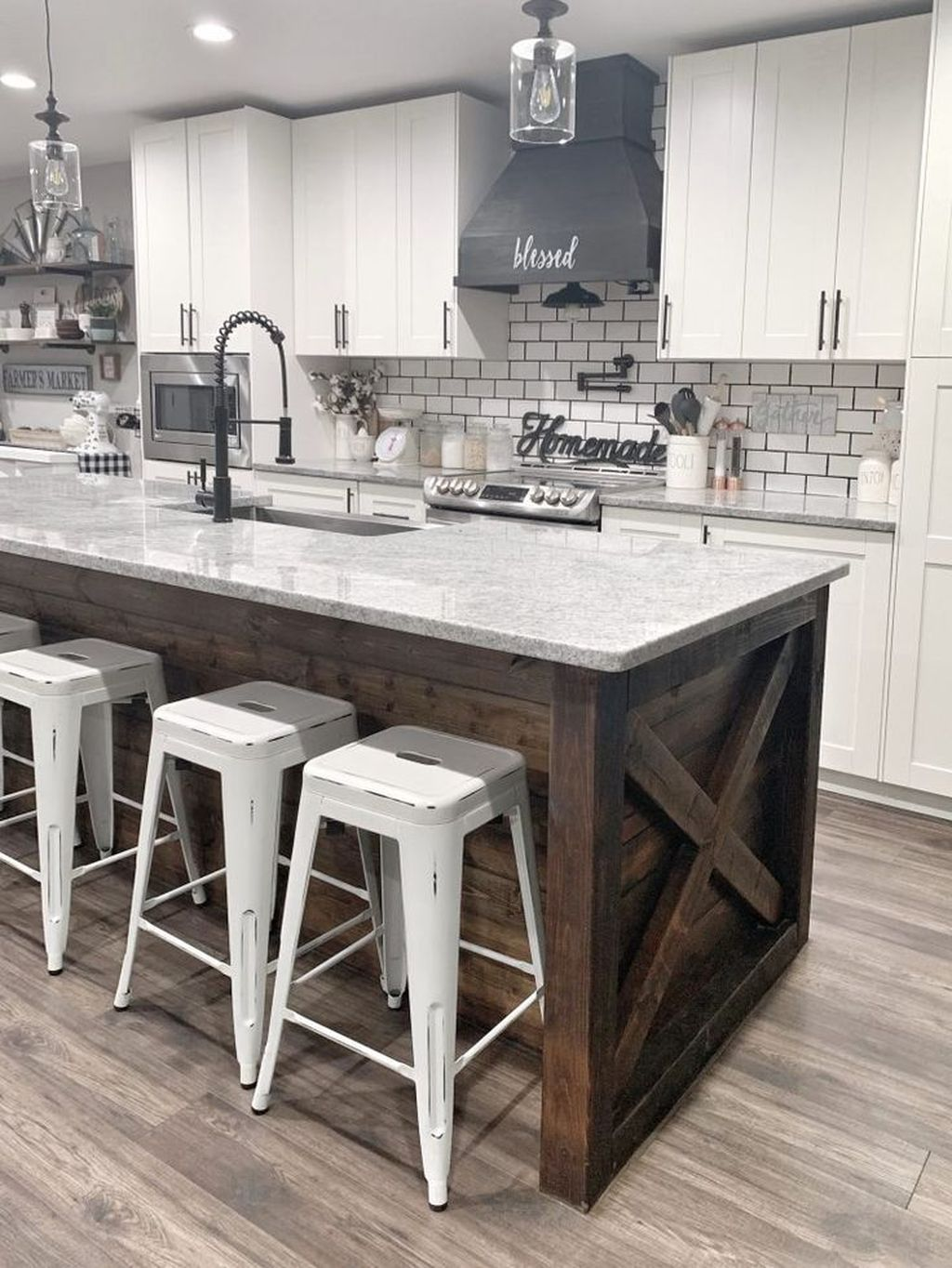 Stunning Farmhouse Kitchen Island Design Ideas 12