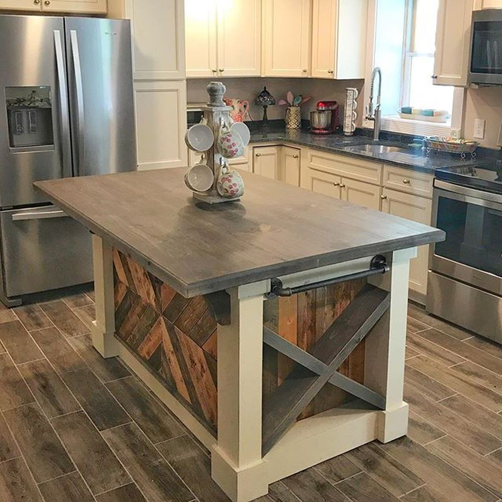 Stunning Farmhouse Kitchen Island Design Ideas 18