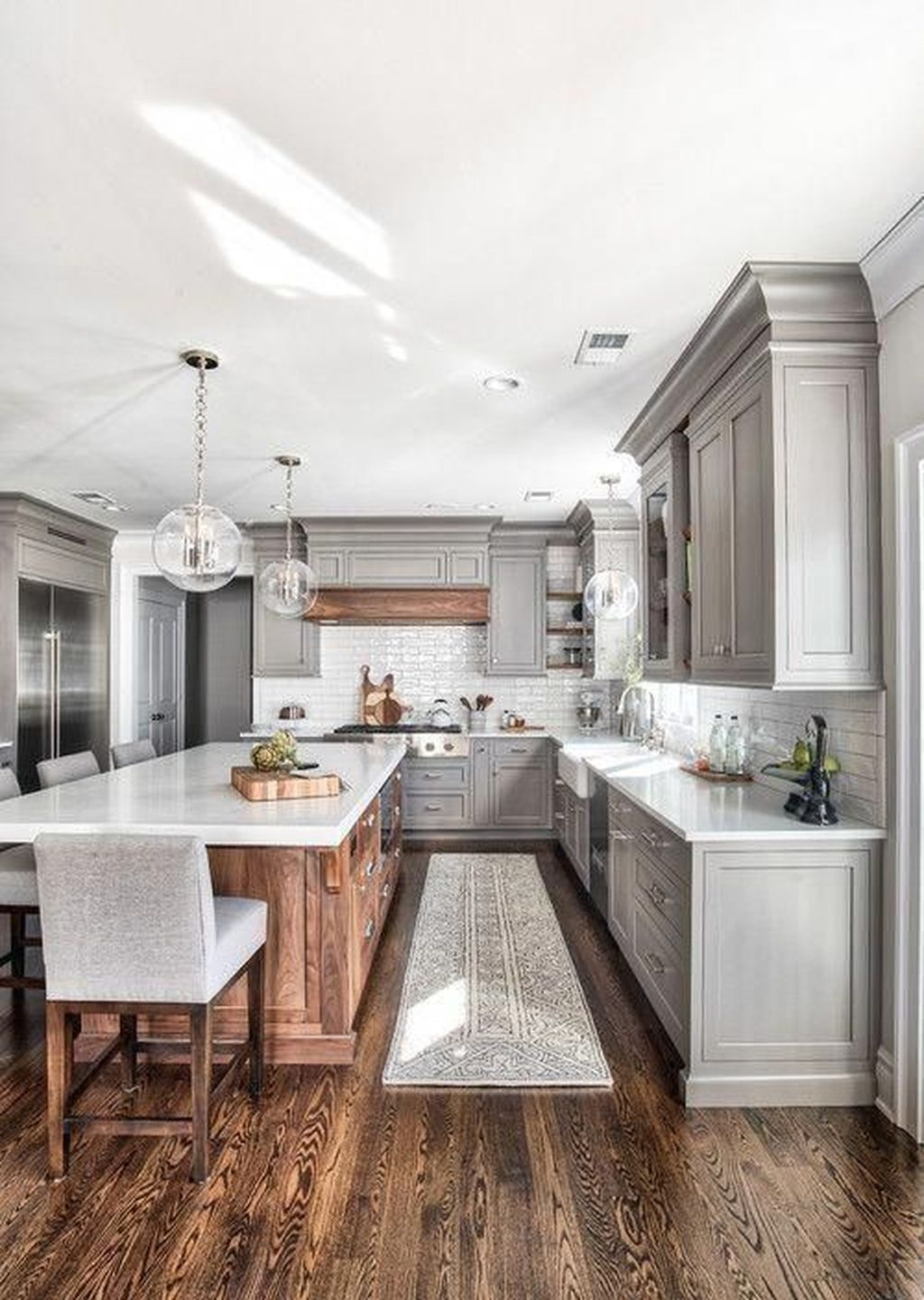 Stunning Farmhouse Kitchen Island Design Ideas 22