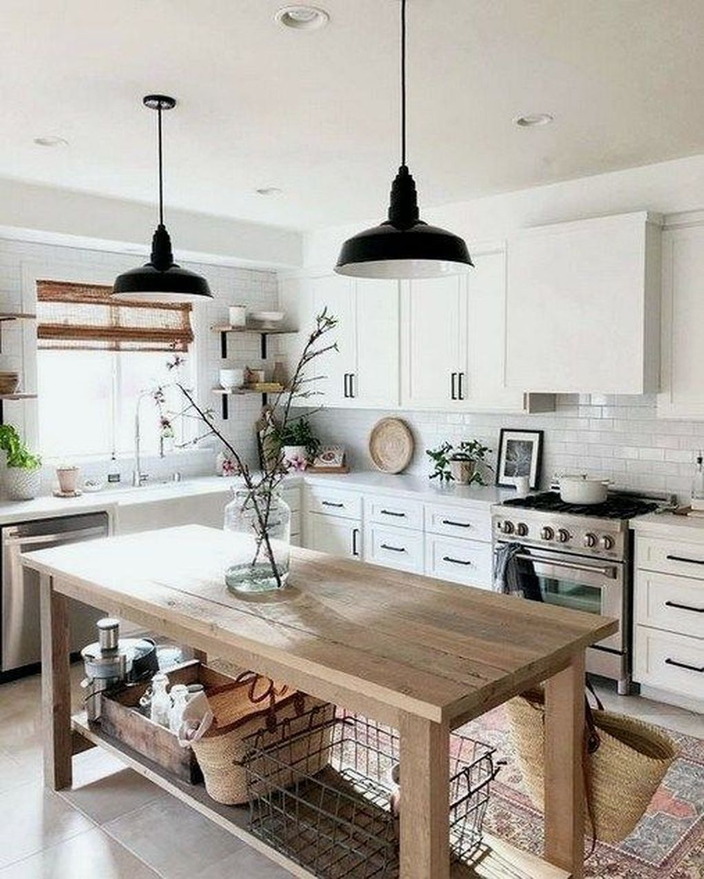 Stunning Farmhouse Kitchen Island Design Ideas 23