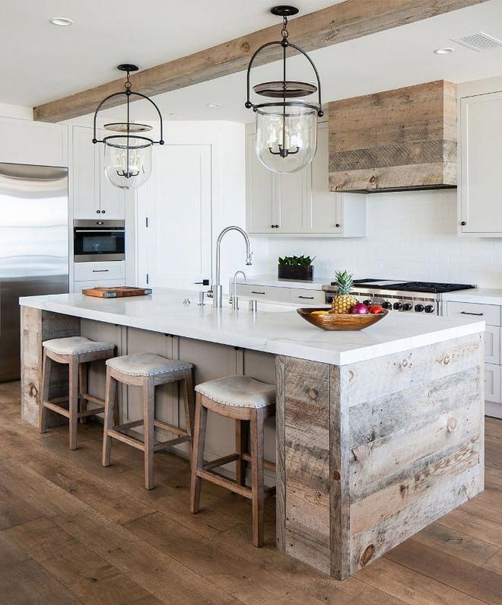 Stunning Farmhouse Kitchen Island Design Ideas 30