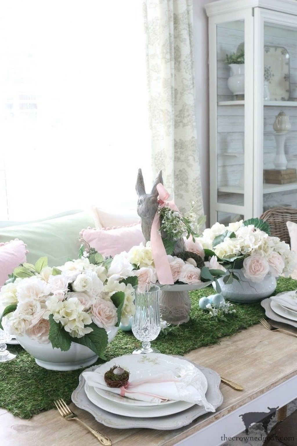 The Best Farmhouse Style Spring Tablescape Decor Ideas 25
