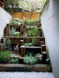 Inspiring Vertical Garden Ideas for Small Space 18