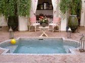 Awesome Small Pool Design for Home Backyard 46