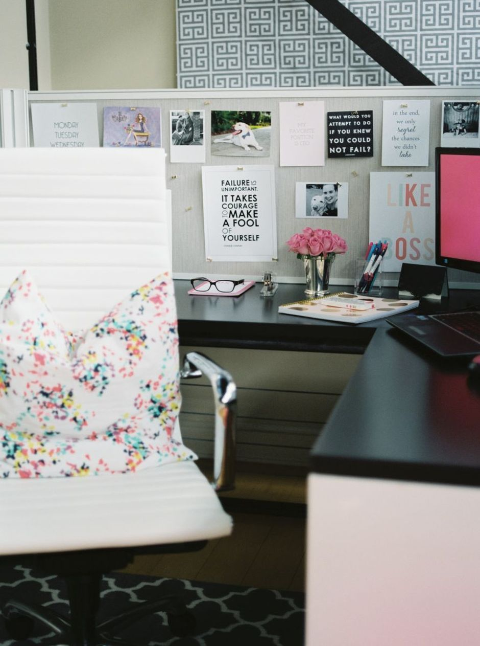 Inspiring Simple Work Desk Decorations and Setup 1