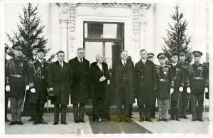 President Hoover, First Lady Lou Hoover, staff members and military aides before the traditional New Year's Day ceremonies. 01/01/1930