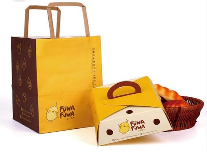 Những chiếc hộp giấy đựng thức ăn với quai xách rất xinh xắn và dễ thương