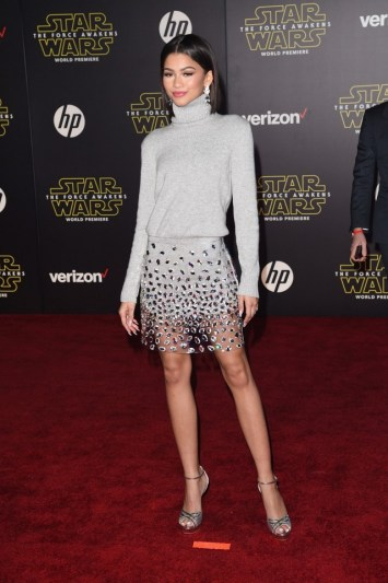 all-the-must-see-looks-from-the-star-wars-world-premiere-1596616-1450147875.640x0c