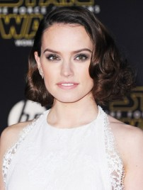 everyone-channeled-princess-leia-on-the-star-wars-red-carpet-1597204-1450194226.640x0c