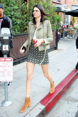 kendall-jenners-favorite-color-is-incredibly-flattering-1578675-1449000991.600x0c