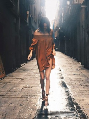 kendall-jenner-wore-a-70-dress-on-her-trip-to-spain-1639537-1454090394.640x0c