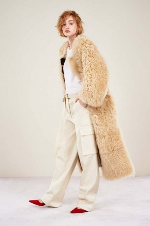 our-roundup-of-the-absolute-best-looks-from-pre-fall-2016-1617019-1452285522.600x0c