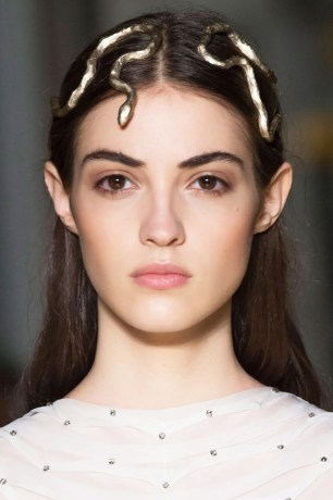 the-most-mesmerizing-beauty-looks-from-couture-week-spring-2016-1637025-1453937825.640x0c