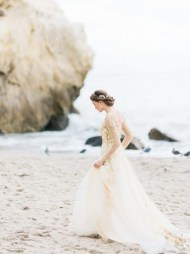 the-wedding-dress-photos-every-girl-should-take-that-arent-played-out-1711646-1459195113.600x0c