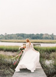 the-wedding-dress-photos-every-girl-should-take-that-arent-played-out-1711654-1459195114.600x0c