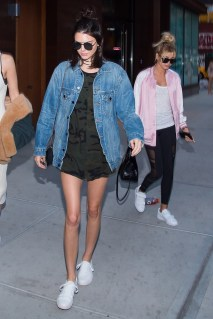 what-kendall-jenner-wore-for-the-summer-solstice-1812445-1466528337.640x0c
