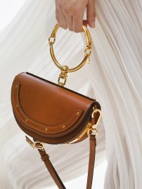 the-newest-it-bag-straight-from-chloe-s-ss-17-runway-1920620-1475163713-640x0c