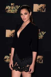 galgadot-2017-MTV-Movie-And-TV-Awards--07