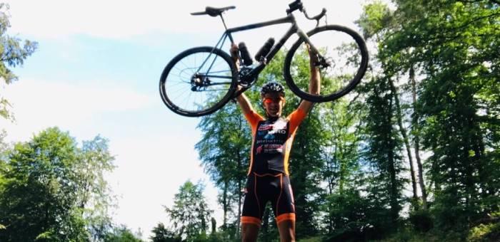 Sem Elders fietste door álle 1038 gemeenten in de Benelux