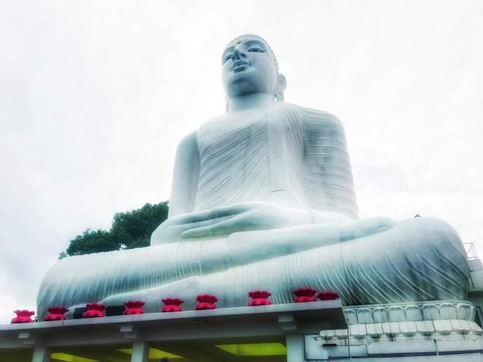 Bahiravokanda Vihara Buddha Statue, Sri Lanka