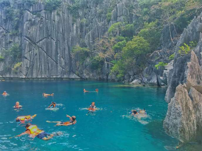 Island Hopping Tour in Coron