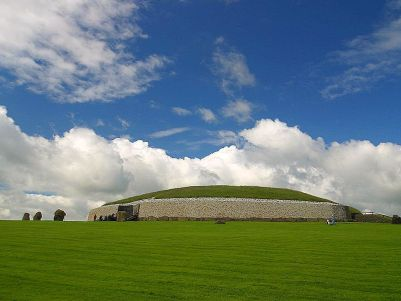 Newgrange_passage_tombs_dolmens