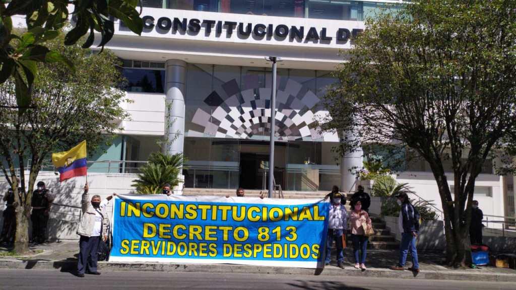 A partir del 12 de octubre de 2020, los exfuncionarios iniciaron un plantón permanente frente al edificio de la CC.