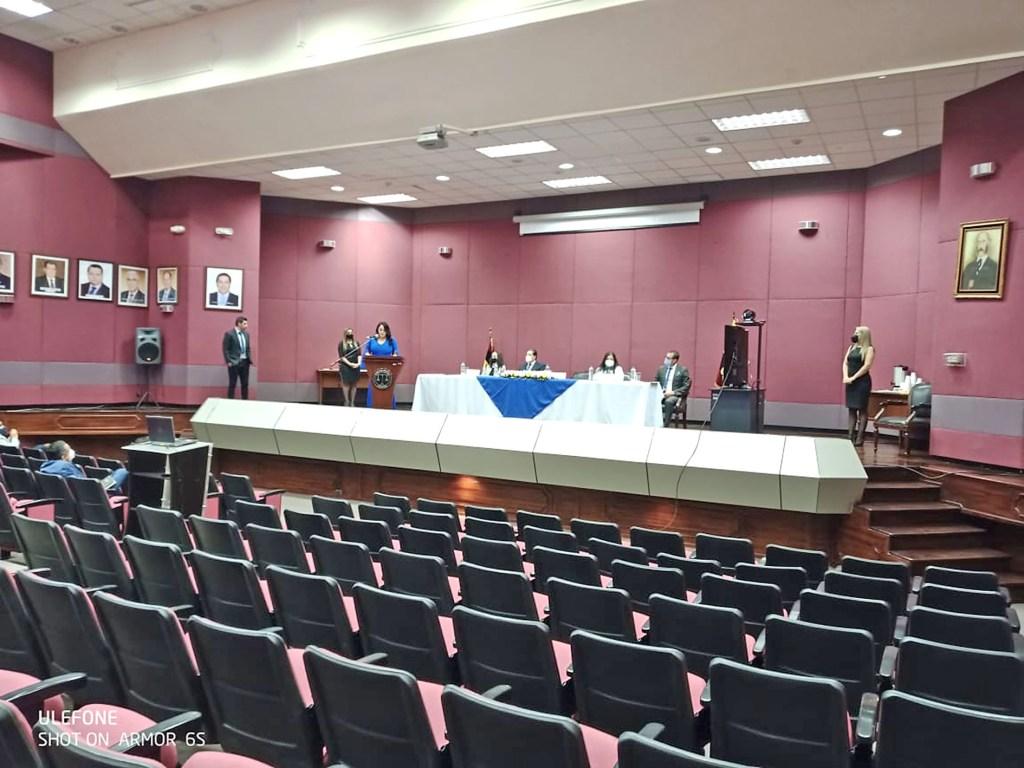En el auditorio Manuel Carrión Pinzano se realizó la sesión solemne.