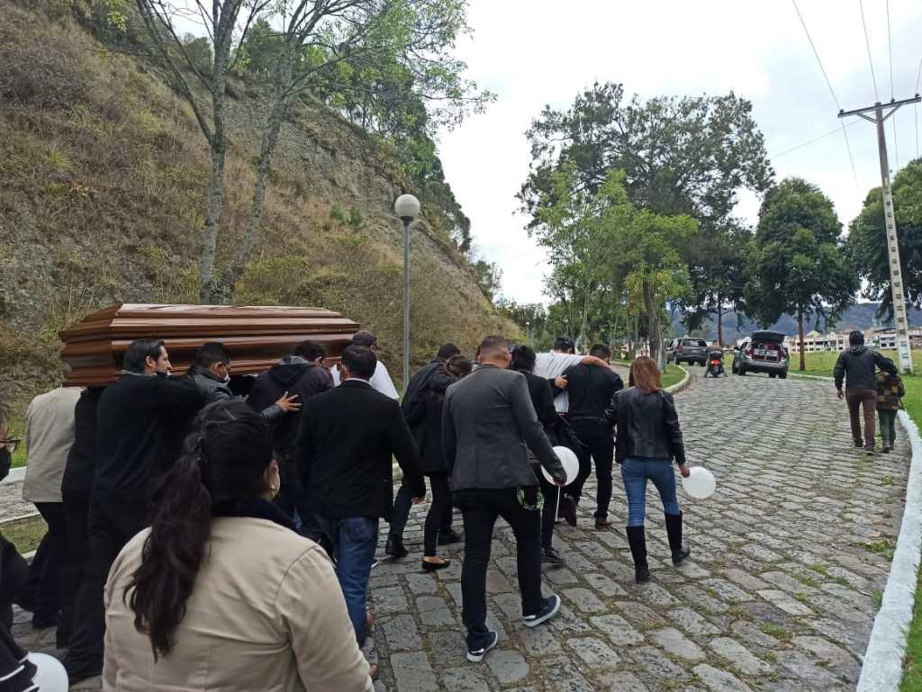 El sepelio se cumplió en el 'Parque de los recuerdos', el viernes anterior.