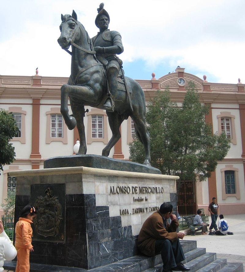 En Loja se tributa homenaje a su fundador, Alonso de Mercadillo, con un monumento ubicado en la plaza de San Francisco. (Foto cortesía https://es.wikipedia.org)
