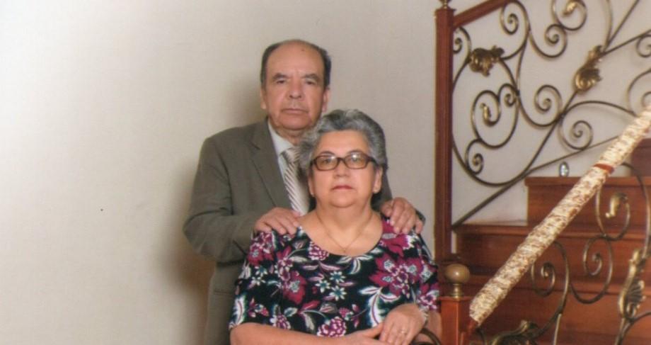El homenajeado, junto a su esposa, Tania Íñiguez Cabrera.