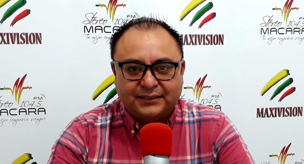 Eduardo Loaiza Lima ha prestado sus servicios en varios medios de comunicación de la provincia y en instituciones públicas.