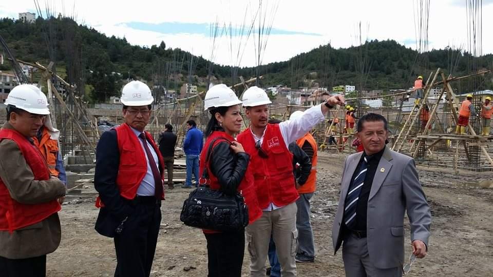 Miryam González Serrano, el 17 de octubre de 2014, en su condición de fiscalizadora como asambleísta de ese entonces, visitó la obra. La acompañaron funcionarios del Secob y de la nueva empresa constructora.