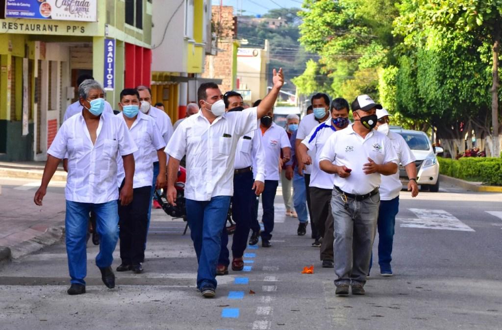 La autoridad reelecta y los integrantes de su directorio realizaron una caminata.