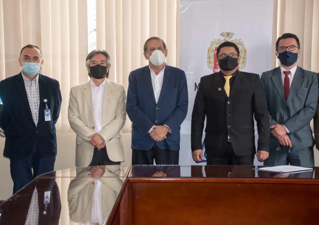 Las autoridades suscribieron el convenio.