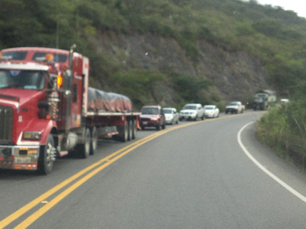 La vía, de 37 kilómetros de longitud, conecta a Loja con el interior de la provincia, así como con la Costa.