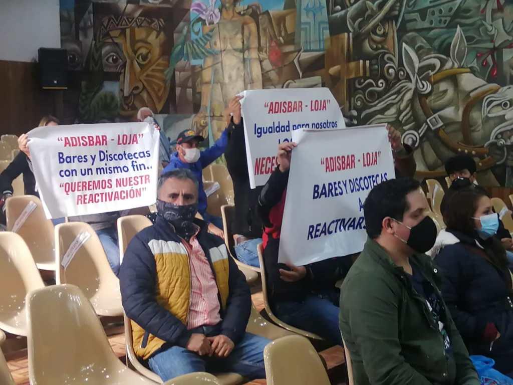 Al Cabildo de Loja acudieron las personas para solicitar que se les permita atender.