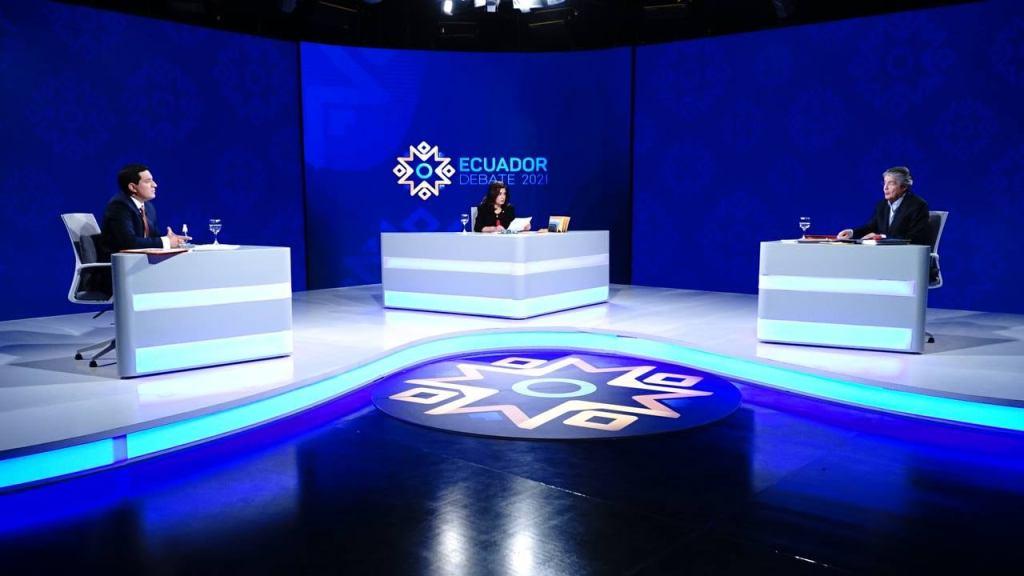 Al debate se los trasmitió por cadena nacional.