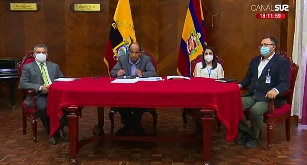 Las resoluciones del COE Cantonal las dio a conocer el coordinador General del Municipio, Efraín Muñoz, junto a jefes departamentales.