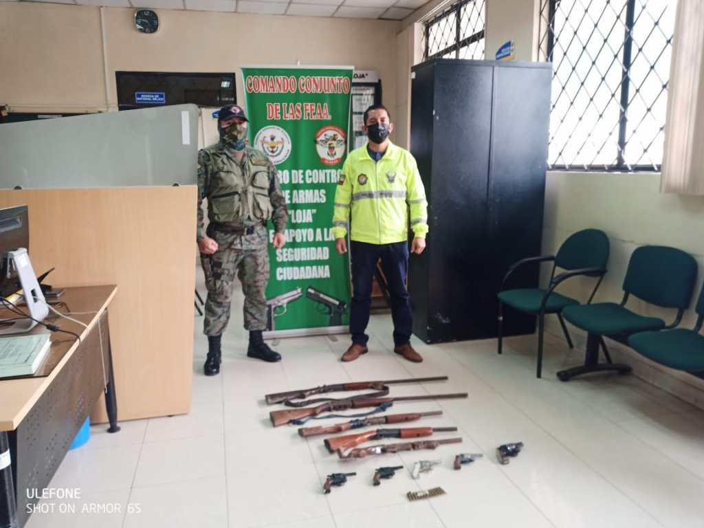 Las armas de fuego fueron incautadas durante los operativos policiales.