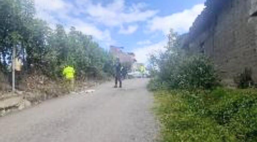 En una cuneta de la calle Lauro Coronel, de la parroquia Malacatos, se encontró el cadáver. (Fotografía de archivo)