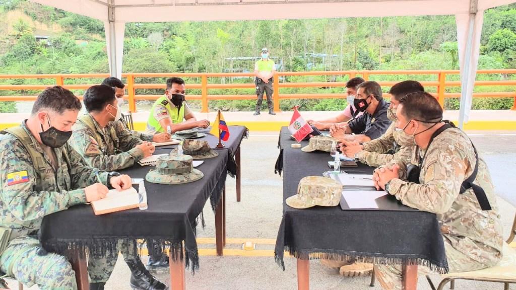 Los altos militares se reunieron en el puente internacional La Balsa.