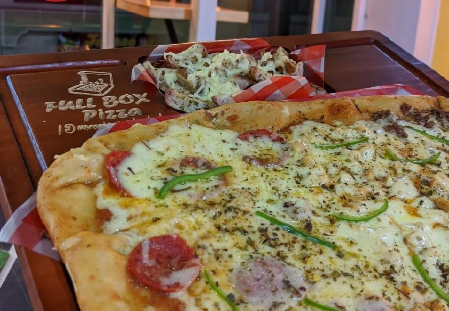 La pizza es la especialidad de la casa. Hay de diferentes tamaños.