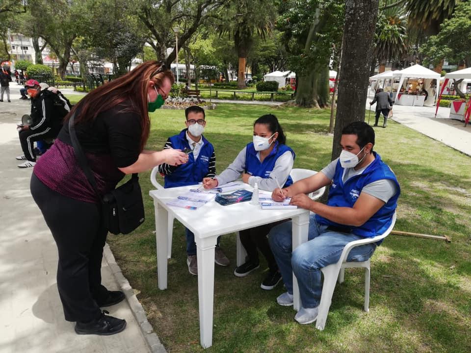 Quienes apoyan la candidatura de Guillermo Lasso, trabajan arduamente.